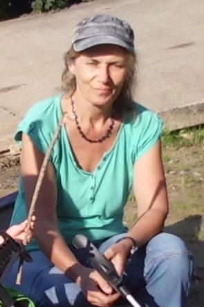 Gabi Drees mit Käppi und T-Shirt