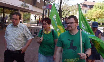 Oliver Krischer mit dem OV-Vorstand in der Fußgängerzone