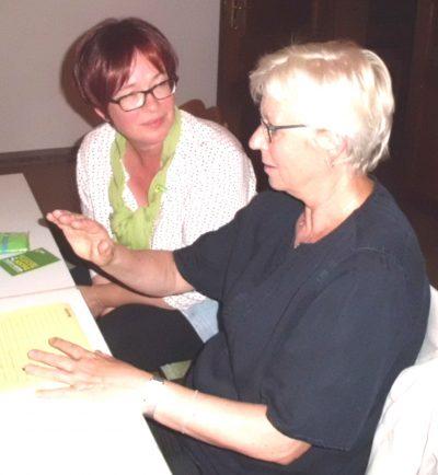 Maria Klein-Schmeink, MdB, im Gesprach mit Signe Schwarze