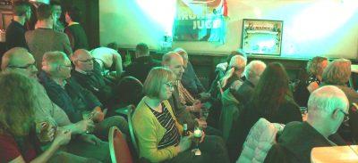 Die Teilnehmer der KMV saßen dicht bei einander